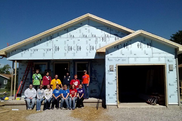 students at Habitat for Humanity site